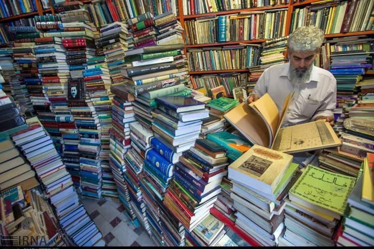 کرونا نفس کتابفروشی های تبریز را بند آورد
